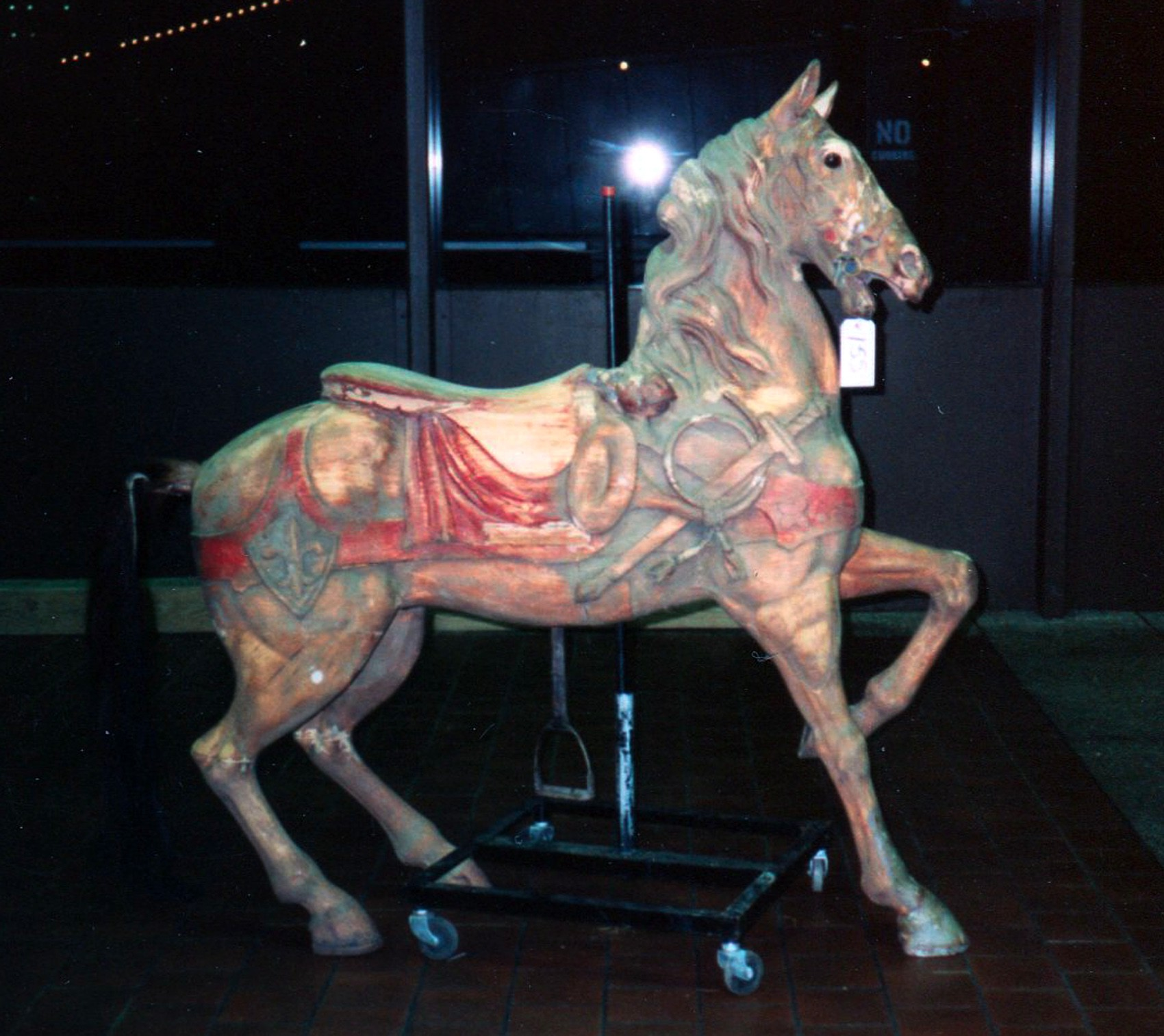Dentzel-carousel-horse-Great-Escape-Fun-Park-NYC-auction-1989