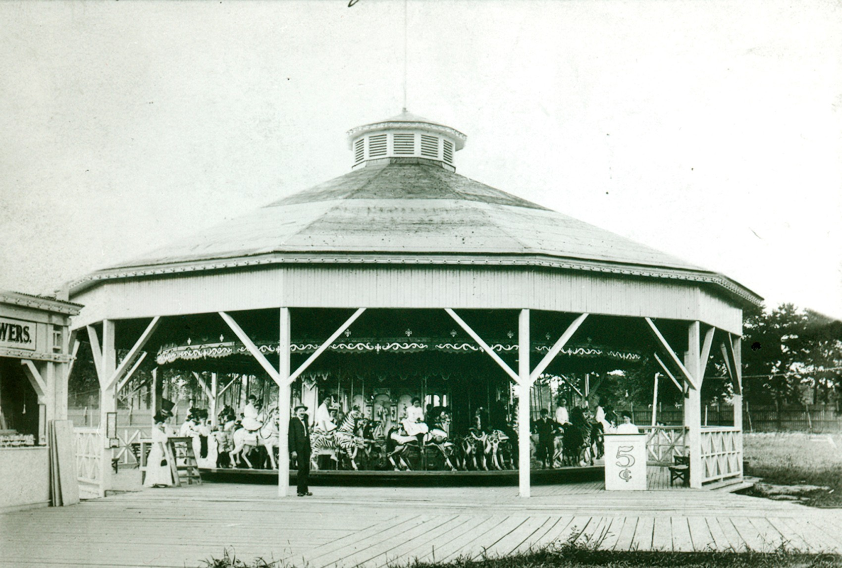 Historic-PTC-13-carousel-Luna-Park-Harford-CT