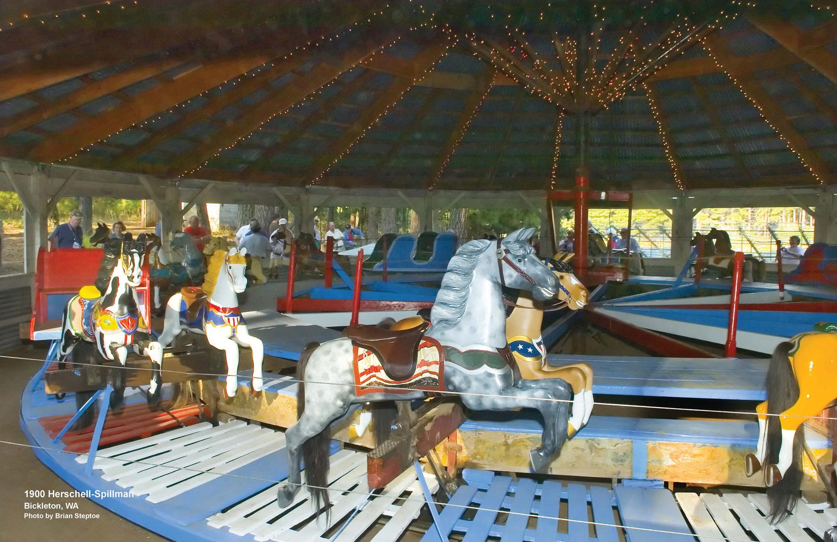 Ca-1900-Herschell-Spillman-steam-carousel-Bickleton-WA-CNT-center-Nov-07