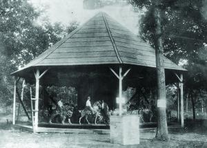 Quassy-Amusement-Park-1902-E-Joy-Morris-carousel