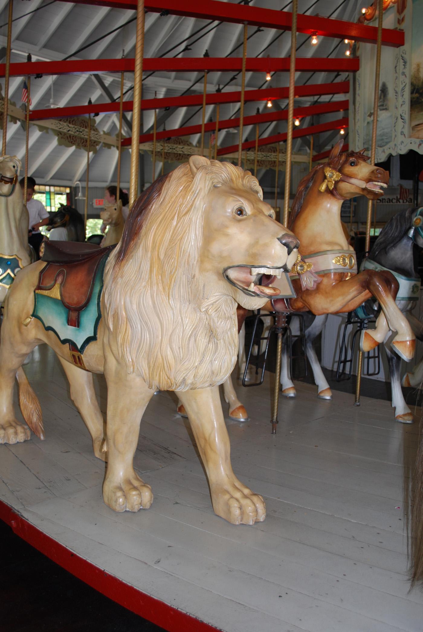 1895-Looff-carousel-lion-Slater-Park-RI-073