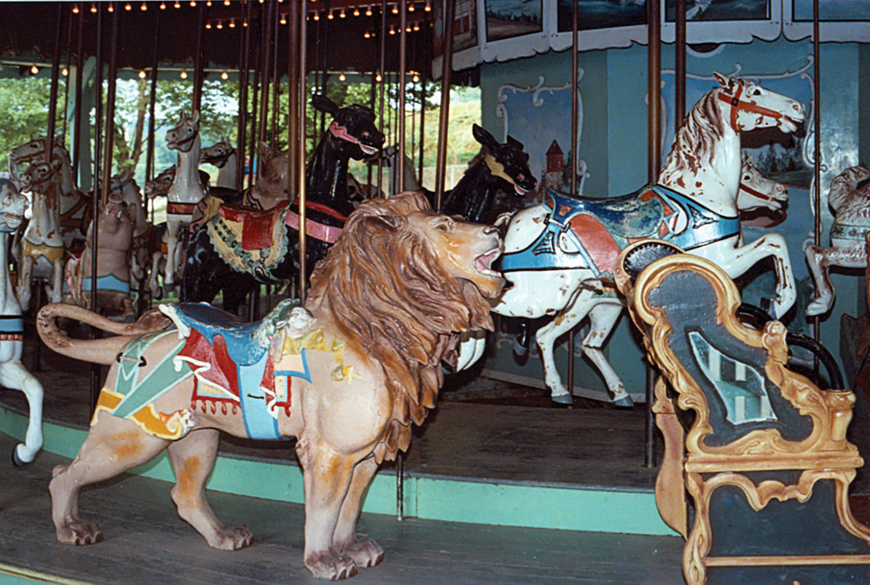 Beech-Bend-park-Dentzel-carousel-lion-Farnsworth-photo