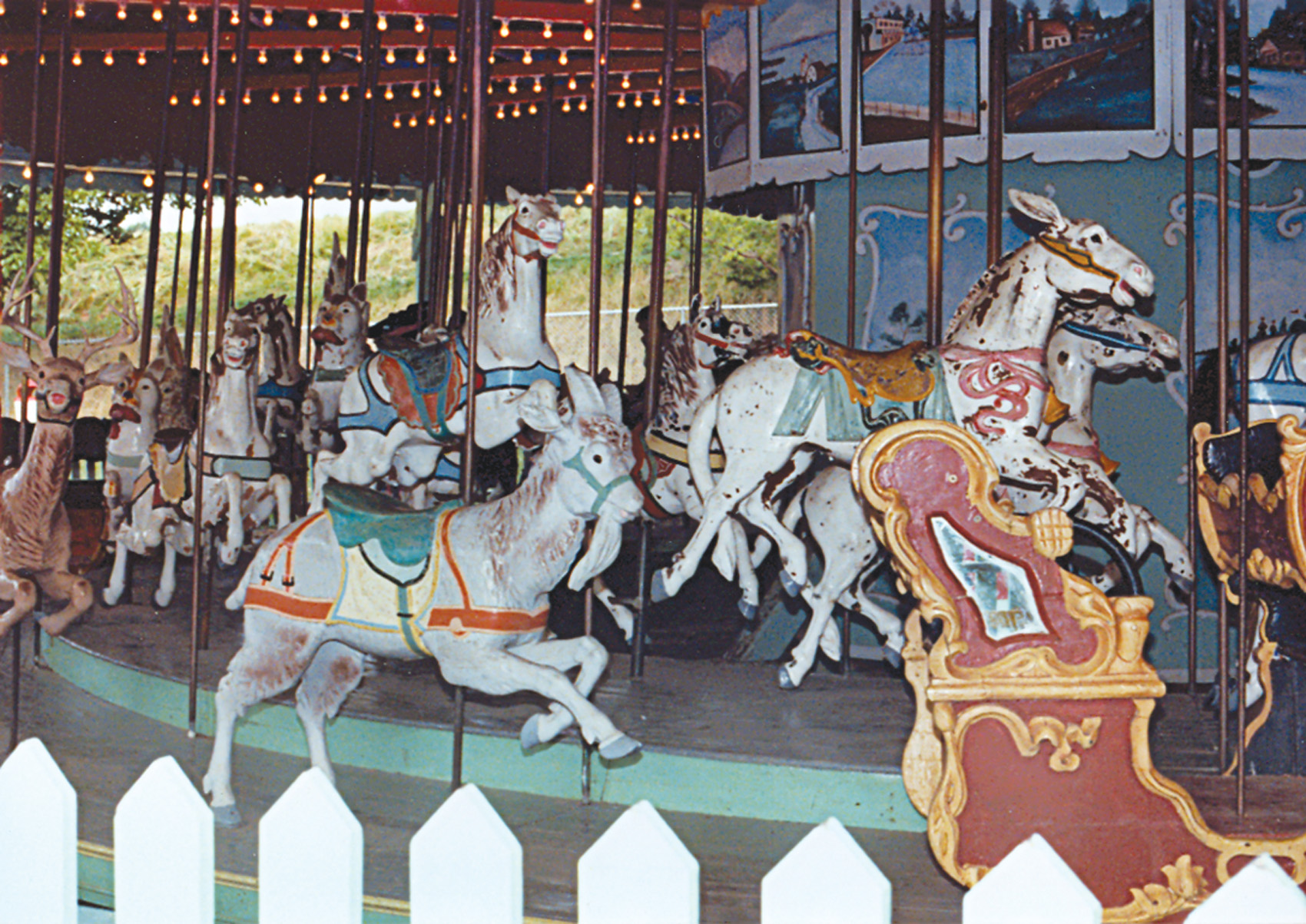 Beech-Bend-park-Dentzel-menagerie-carousel-Farnsworth-photo