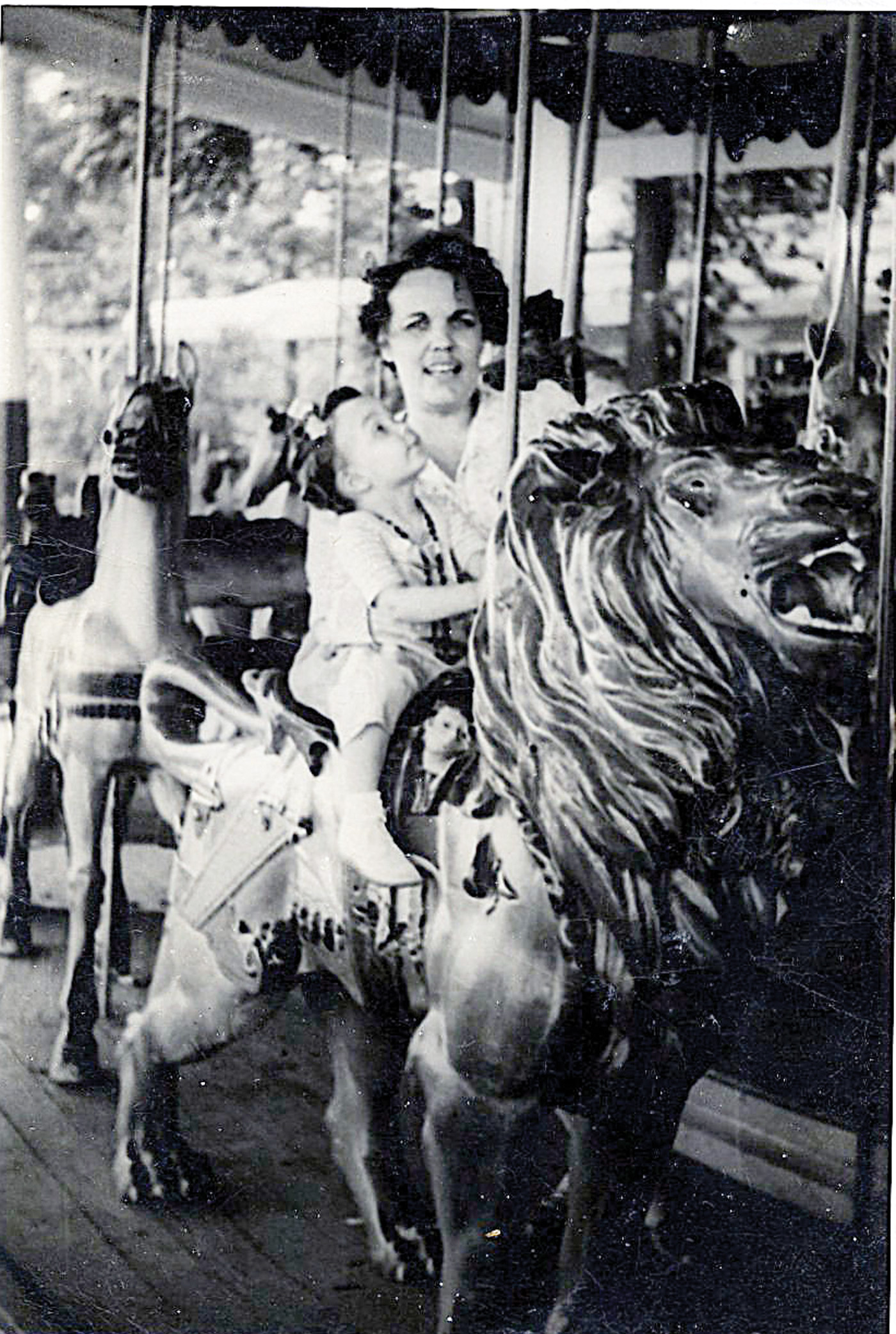 Dentzel-carousel-lion-Tolchester-Park-MD-1950-photo