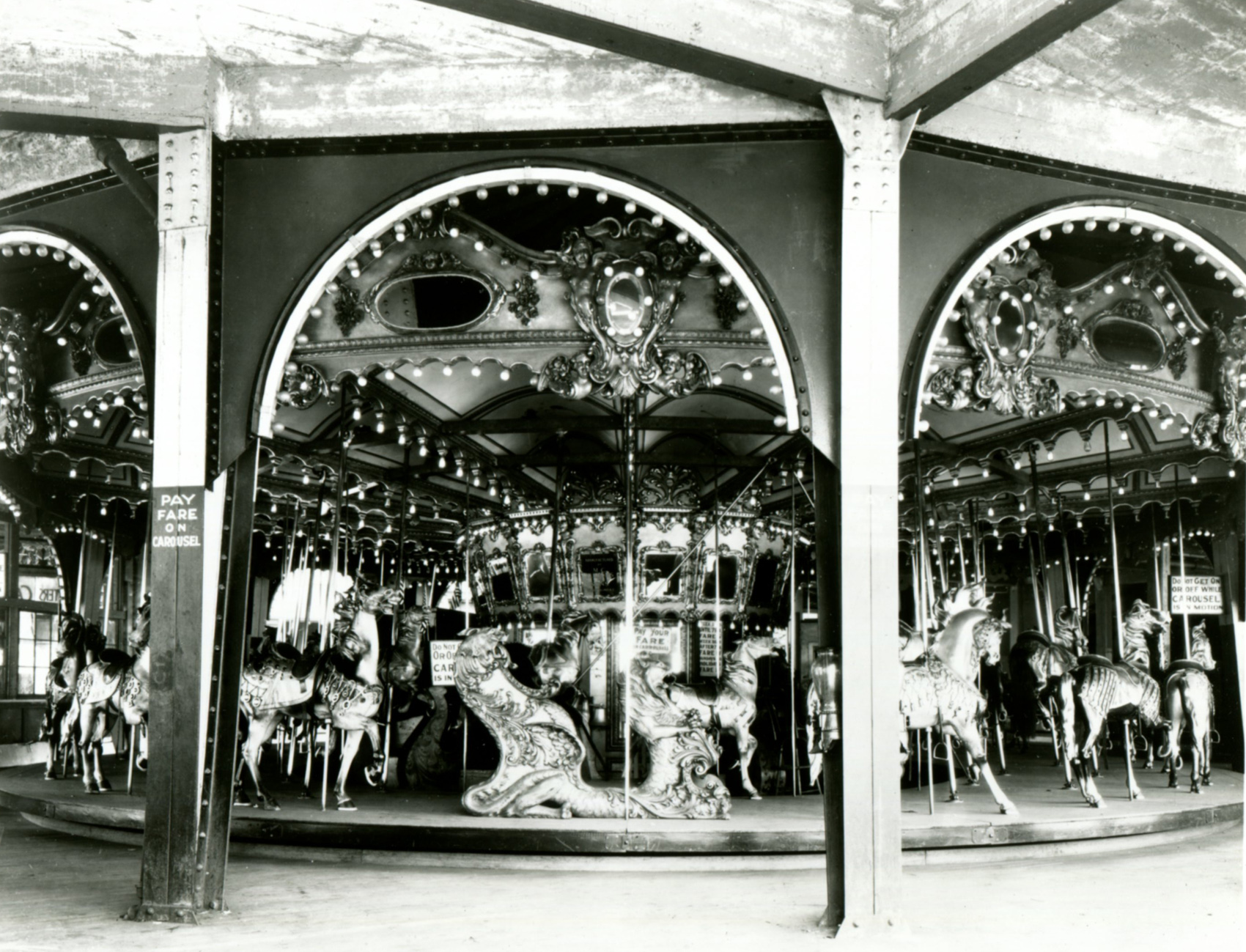 Early-1900s-Illions-carousel-Feltmans-Brooklyn-NY