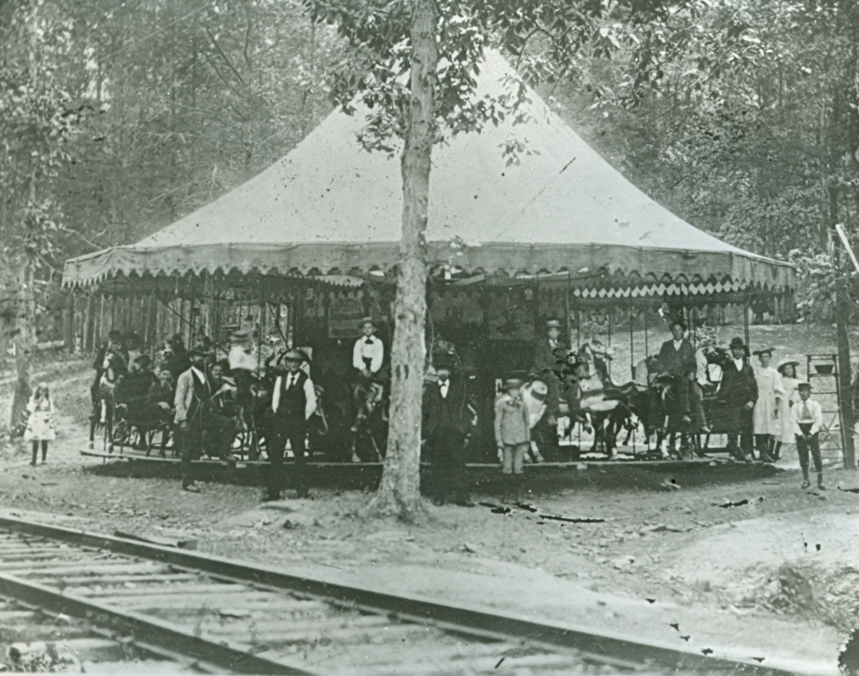 ca-1890-Dentzel-carousel-early-set-up