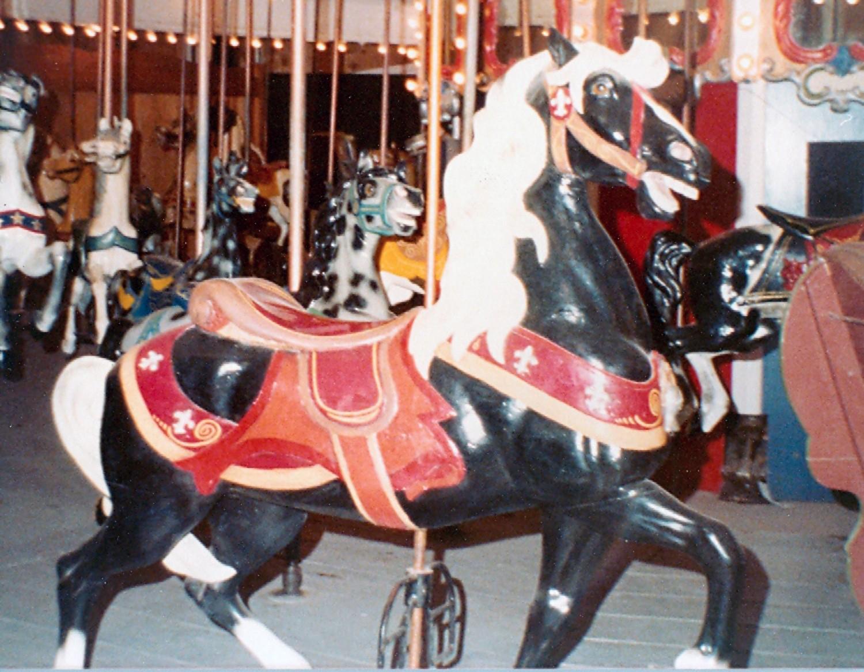 ca-1900-1927-Dentzel-carousel-Presidents-Park-NM-018