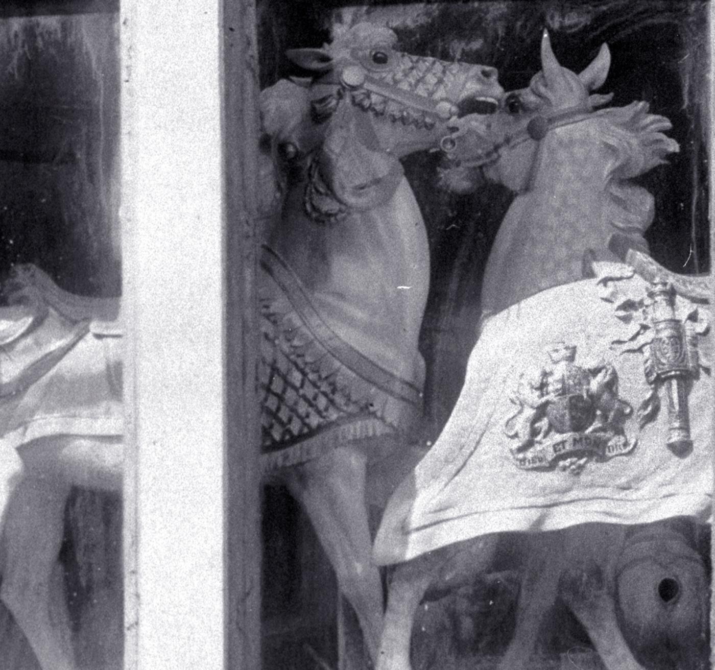 D-C-Muller-shop-window-close-center-ca-1910