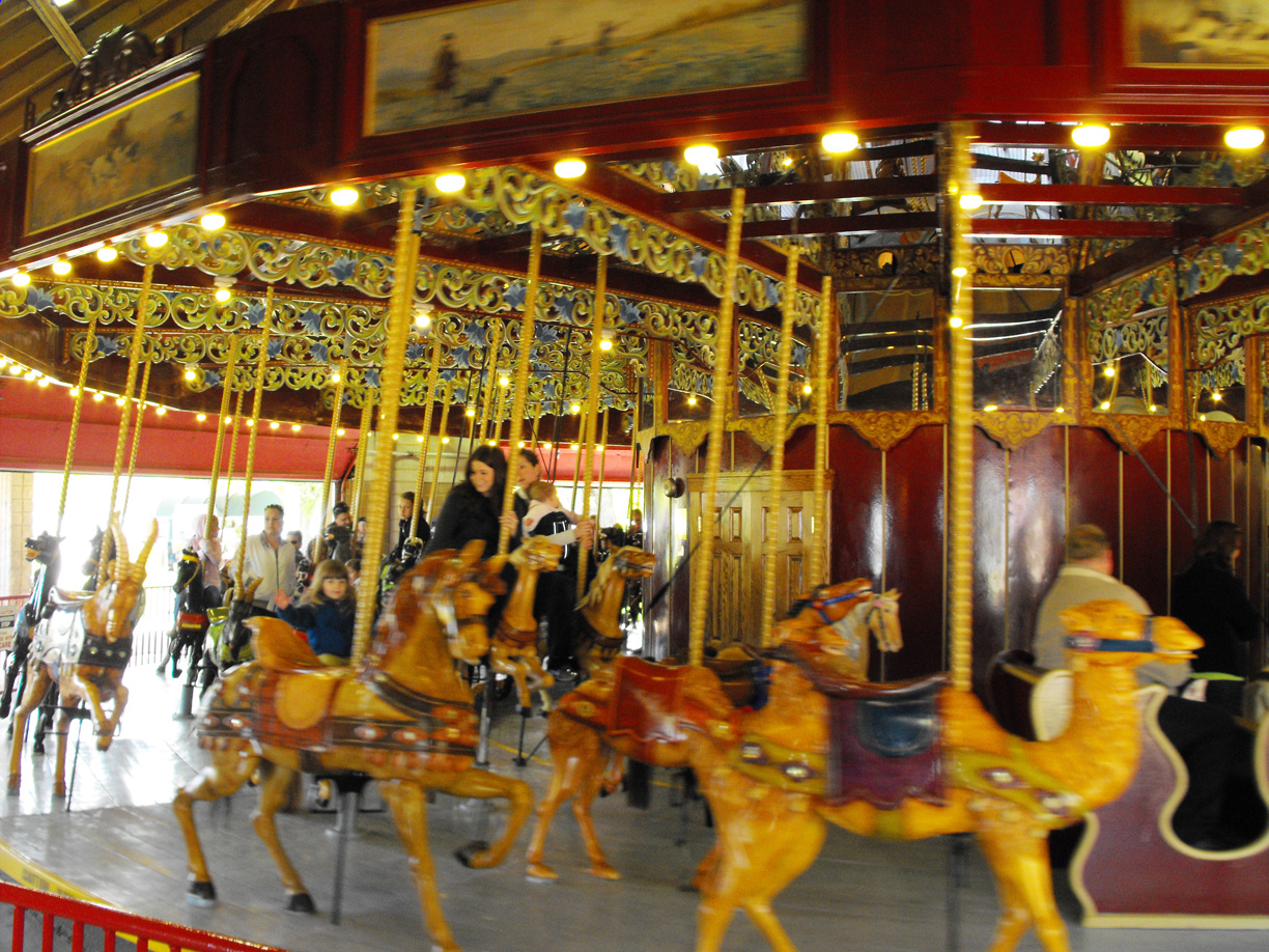 1903-Looff-Kremers-menagerie-carousel-St-Catharines-CAN